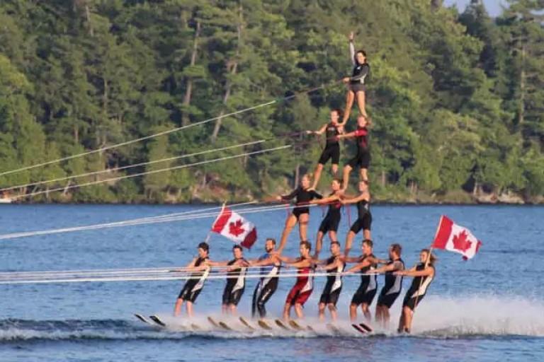 中国队抵达加拿大,今日首滑